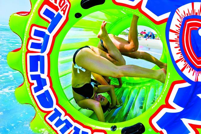 colchonetas_hinchables_piscina_playa_para_grupos_con_hueco_bebidas_hielos_32