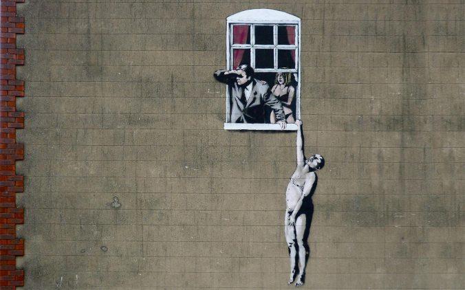 Banksy-cuernos_marido_desnudo_colgado_ventana_amantes