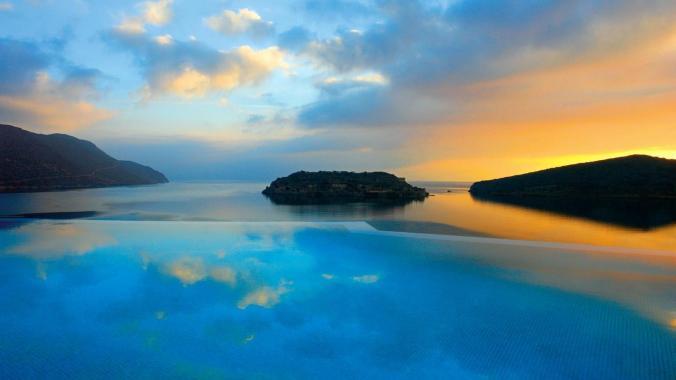 Fotos de las mejores piscinas del mundo - Blue Palace, Creta, Islas Griegas