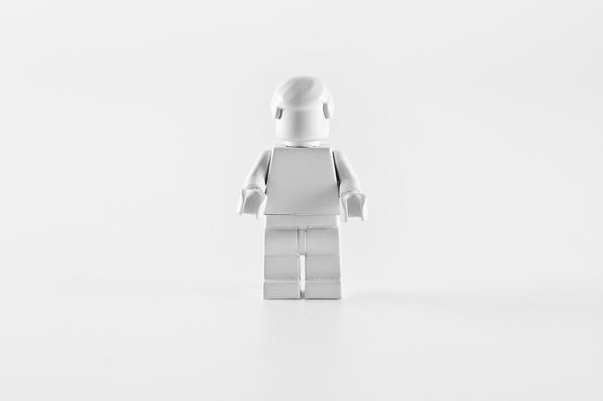 lego_objetos_marcas_pintados_de_blanco