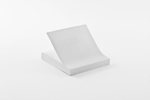 post_it_objetos_marcas_pintados_de_blanco